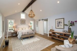 5wood chandelier bedroom1 wood bead