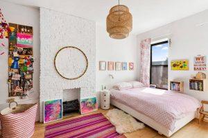 5hanging bedroom